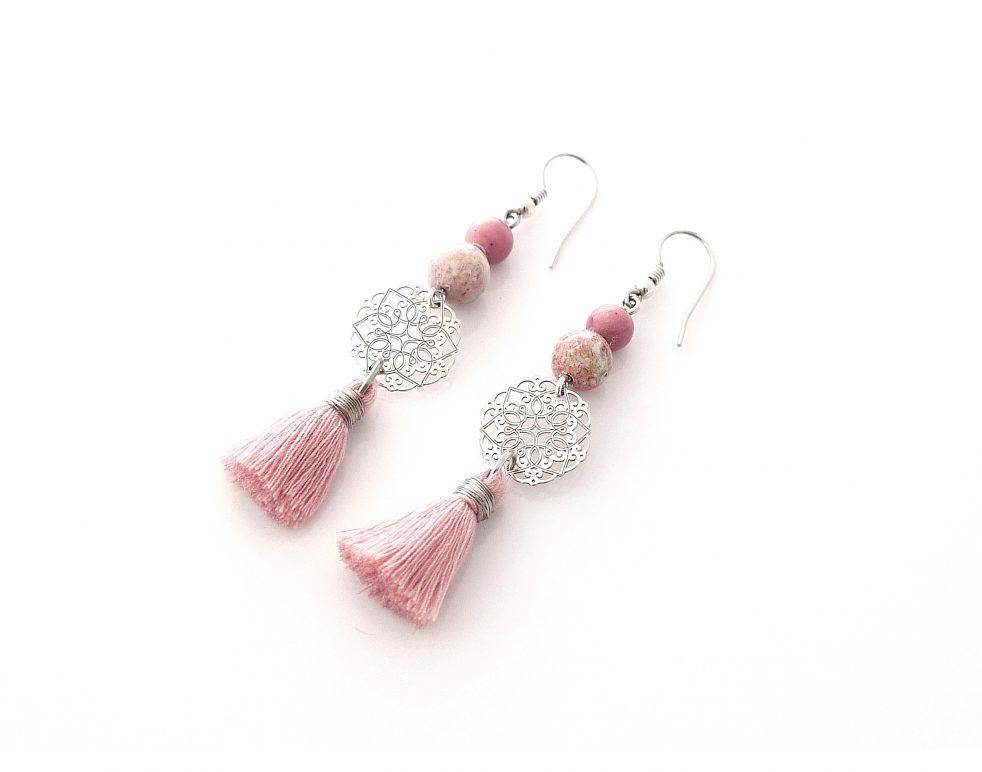 srebrne kolczyki z różowymi chwostami
