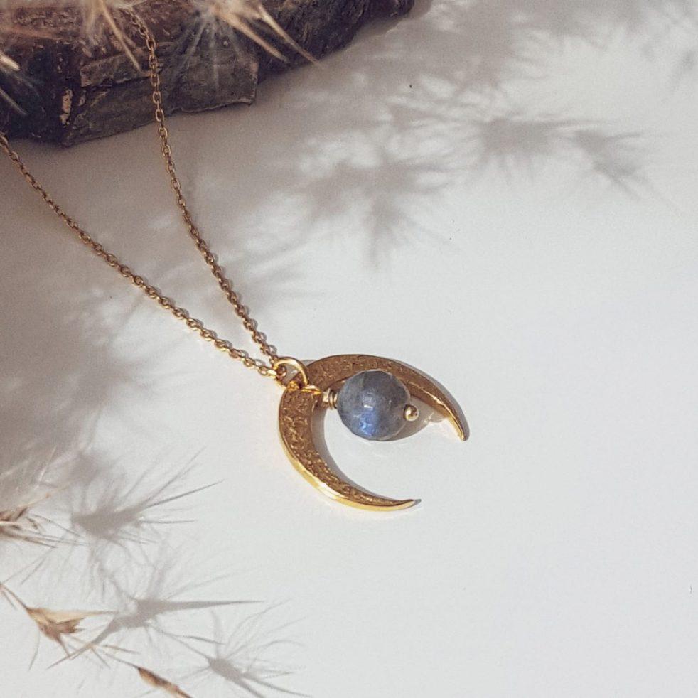 Złoty naszyjnik z księżycem i labradorytem